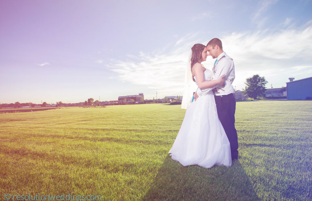 Autumn and Joe – Green bay botanical garden wedding pictures and Tundra lodge!
